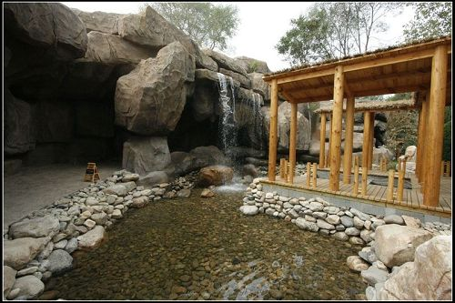 乐足浴水底铺着火山石
